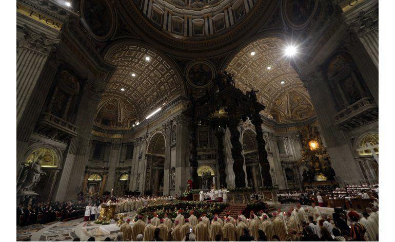 Papa denuncia la corrupción que crucifica la dignidad
