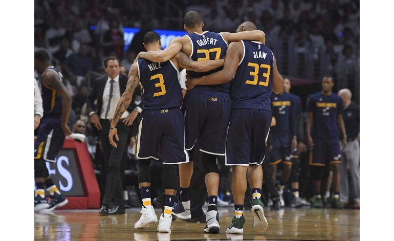 Jazz gana a Clippers en Juego 1 con canasta de Johnson