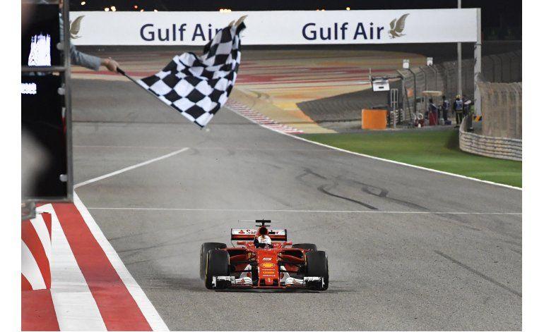 Vettel soporta presión de Hamilton y triunfa en Bahrein