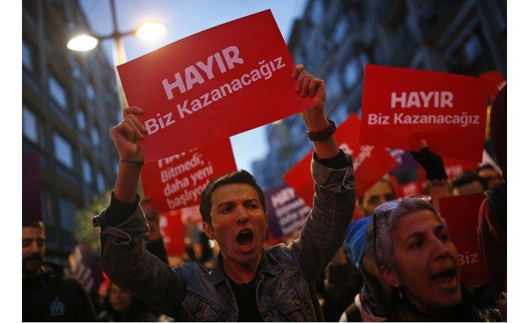 Oposición pide anular resultado de referendo en Turquía