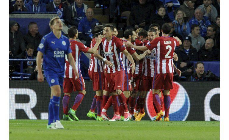 Atlético acaba el sueño de Leicester y avanza a semis