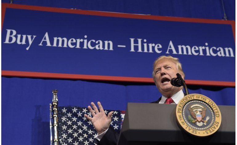 Trump firma decreto sobre visas a extranjeros calificados