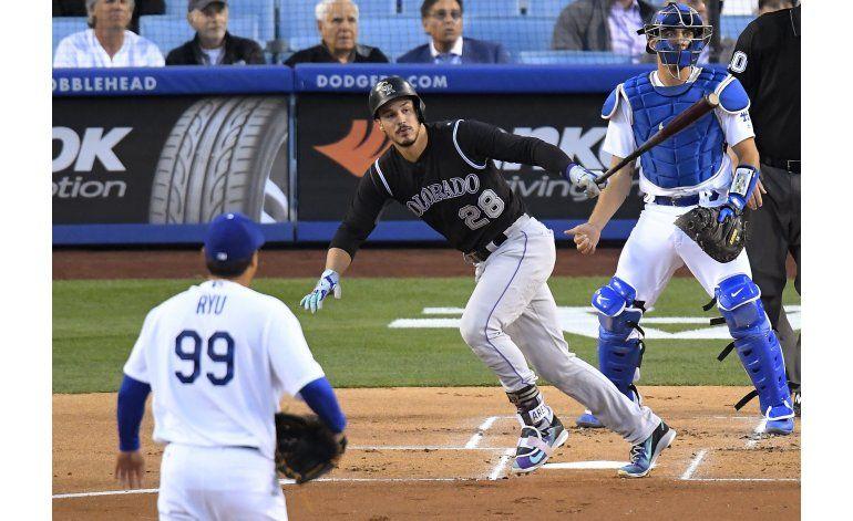 Arenado pega 2 jonrones, Rockies vencen a Dodgers 4-3