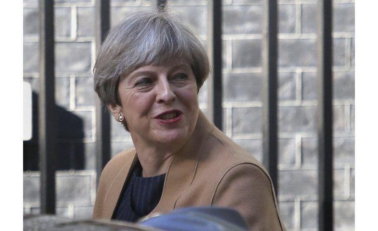 Legisladores británicos apoyan pedido de elecciones de May