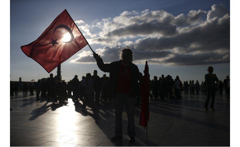 Primer ministro turco advierte contra protestas callejeras