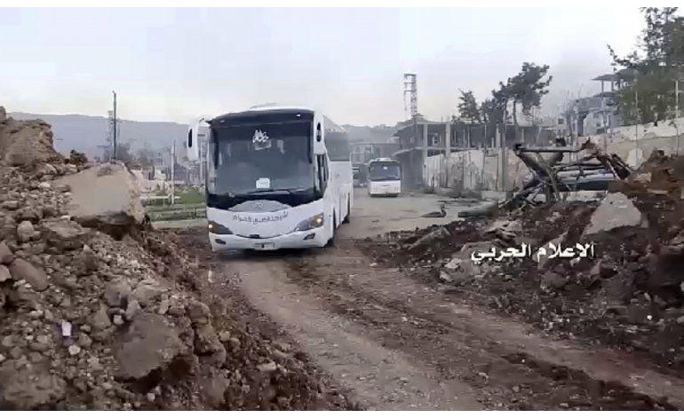 Siria reanuda la evacuación de 4 pueblos tras ataque letal