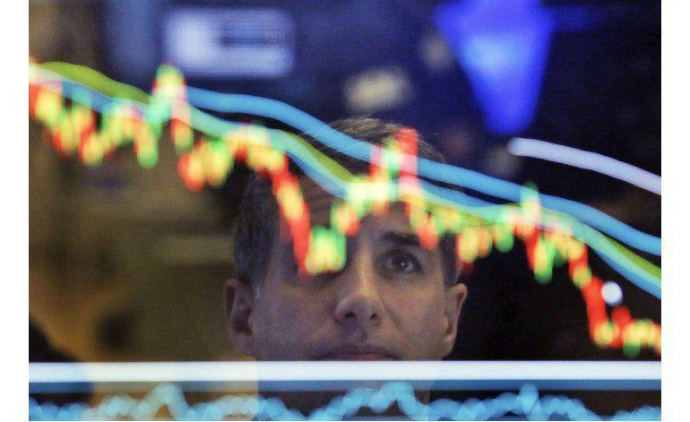 Temores por los salarios arrastran a Wall Street