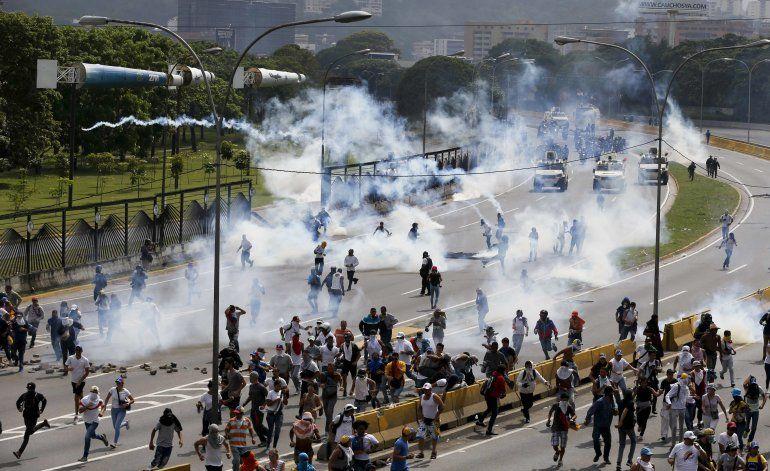 Fiscalía venezolana confirma tercera muerte en protestas