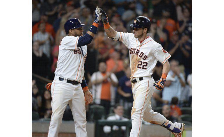 Keuchel, Reddick lideran a Astros en triunfo sobre Angelinos