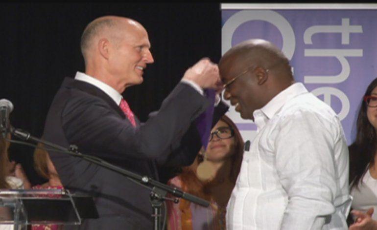 Rick Scott entrega reconocimiento a opositores cubanos
