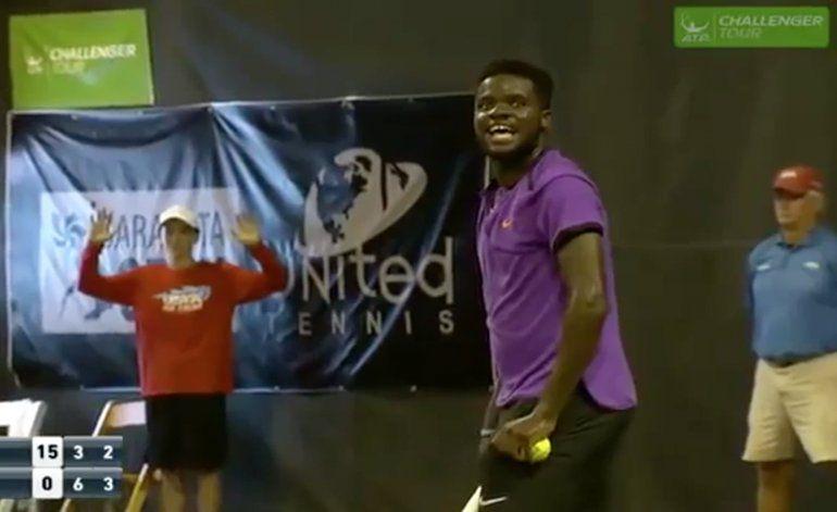 Gemidos de pareja teniendo sexo interrumpen juego de tenis en Florida