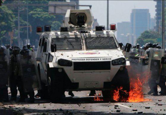 Venezuela: 12 muertos en protestas y saqueos