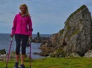 la mujer que sufrio cancer en los huesos y ahora escala montanas con muletas