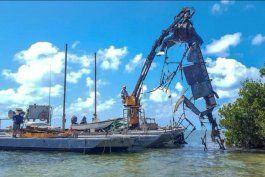 limpian cementerio de embarcaciones de balseros cubanos en cayo de florida