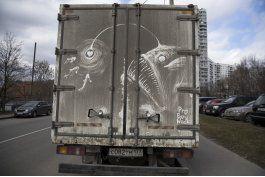 ap fotos: camiones sucios de moscu inspiran arte callejero