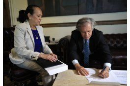 venezuela pide formalmente abandonar la oea