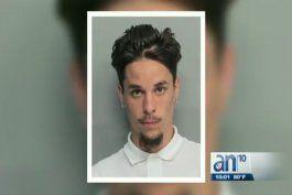 novio en hialeah golpea a su pareja y quema su bolsa  por negarse a comprarle droga