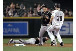 story, freeland ayudan a rockies a derrotar a diamondbacks