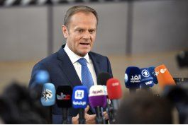 suspendida consul polaca por foto de tusk como oficial de ss