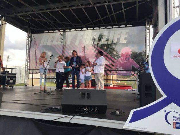 Emilio Braun Burillo, VP Ejecutivo de América TeVe recibe premio para América TeVe por su participación en el evento Relevo por La Vida del American Cancer Society (ACS)