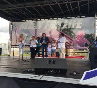 Emilio Braun Burillo, VP Ejecutivo de América TeVe recibe premio para América TeVe por participación en evento Relevo por La Vida