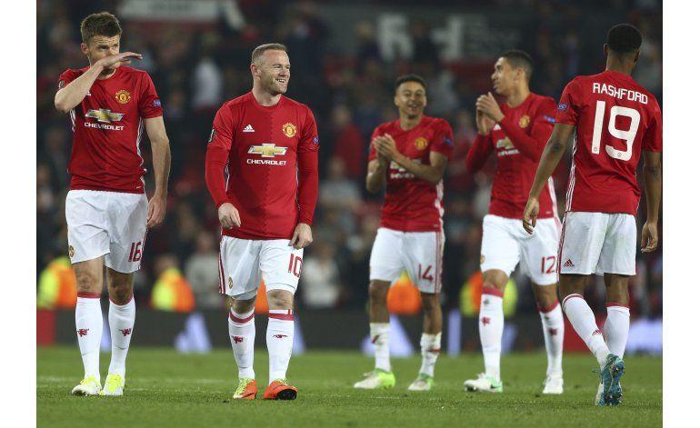 Tropezando, Man United y Ajax van a final de la Liga Europa