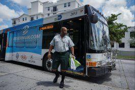 autoridades de miami-dade suspenden las tarifas al transporte publico