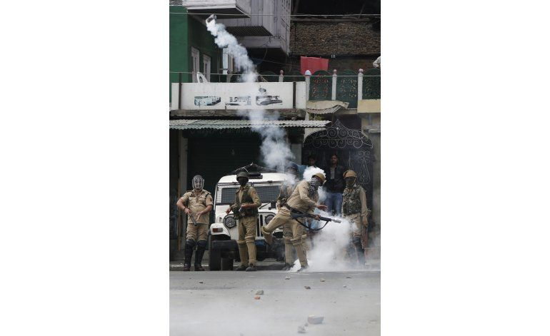 India y Pakistán intercambian fuego en Cachemira; 2 muertos