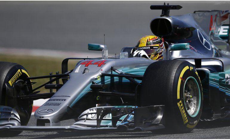 Hamilton toma la pole en España