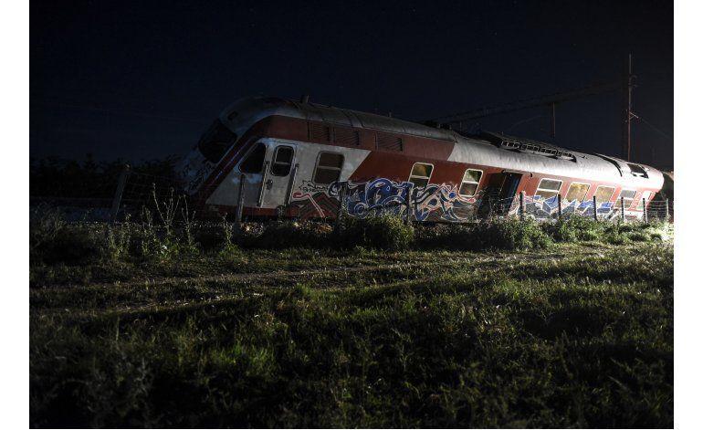 Tres muertos tras descarrilar un tren en Grecia