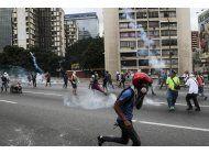 nueva jornada de protestas en venezuela deja otro opositor asesinado y mas represion
