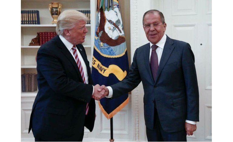 Reporte: Trump compartió información secreta con Rusia