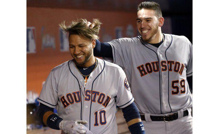 Grand slam de Gurriel guía victoria de Astros ante Marlins