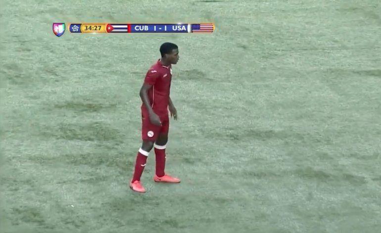 Un futbolista cubano tira una falta al estilo Cristiano Ronaldo pero...
