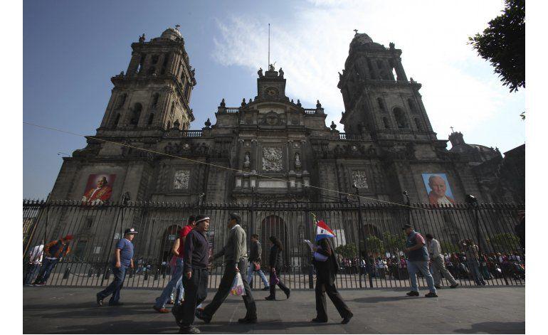 Cura es agredido con un cuchillo en catedral Ciudad México