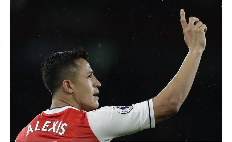 Con 2 de Alexis, Arsenal refuerza esperanzas de 'Champions'
