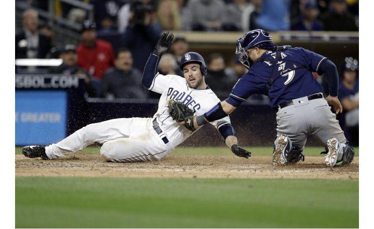 Los Cerveceros ganan 6-2 a los Padres con 4 hits de Sogard