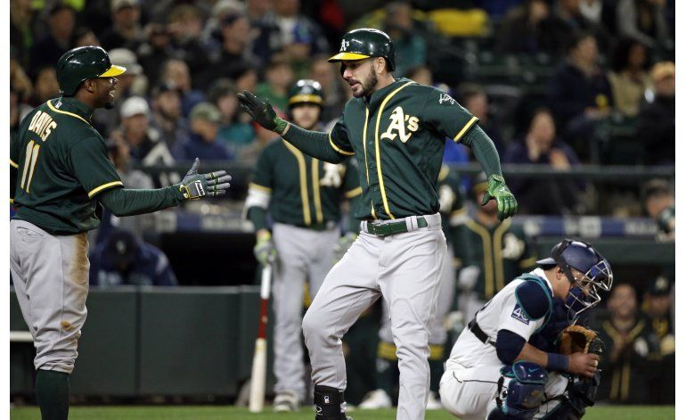 As rally with 5 runs in 9th on 2 HRs to beat Mariners 9-6