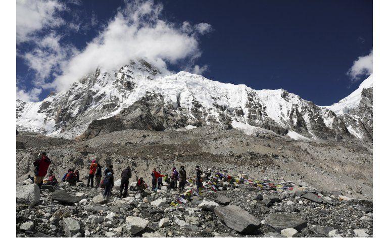 Nepal: Detenido sudafricano por subir al Everest sin permiso