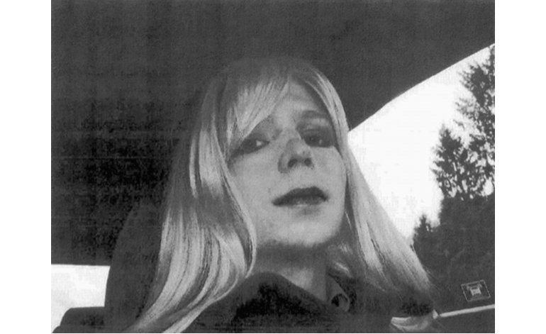La soldado transgénero Chelsea Manning sale en libertad