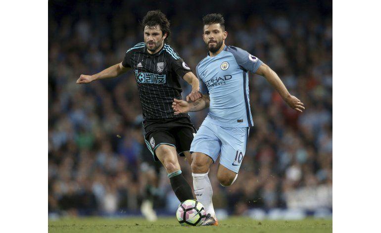 Agüero aporta al City con más que sus goles