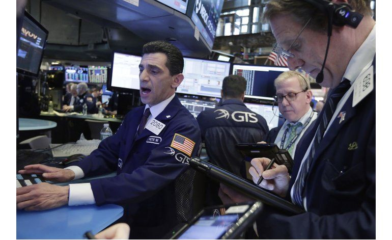 Crisis en Washington hace caer 370 puntos al Dow