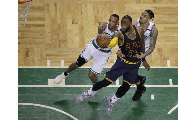 LeBron y Love lideran paliza de Cavs sobre Celtics
