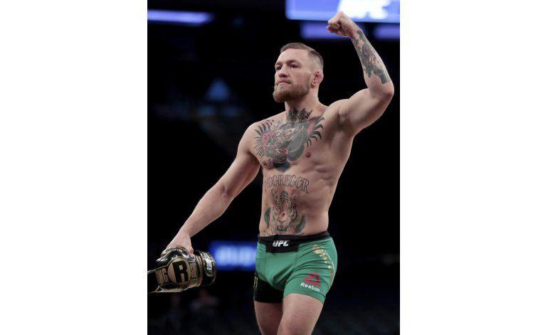 McGregor firma contrato para pelear con Mayweather