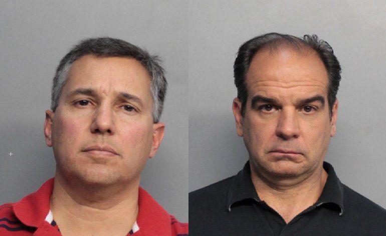 Ex empleados de firma de arquitectos le roban miles de dólares al condado en certificados fraudulentos