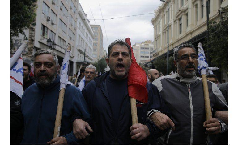 Grecia: Parlamento aprueba recortes exigidos por acreedores