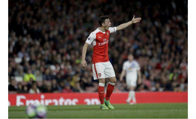 Fuente AP: Kroenke rechaza oferta para adquirir Arsenal