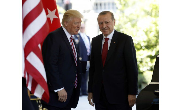 Lamentan lo ocurrido frente a embajada turca en Washington