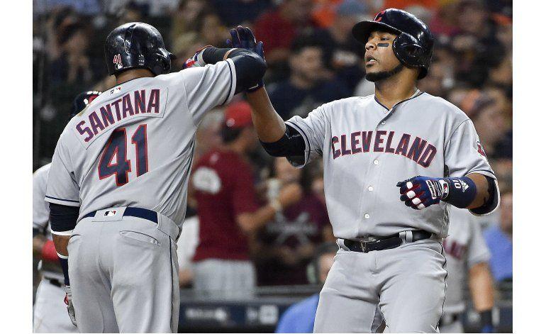 Indios ganan 5-3 a Astros con jonrón de Encarnación
