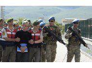 amnistia condena la persecucion de funcionarios en turquia